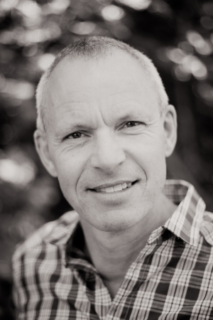 Om Peter Hjeds